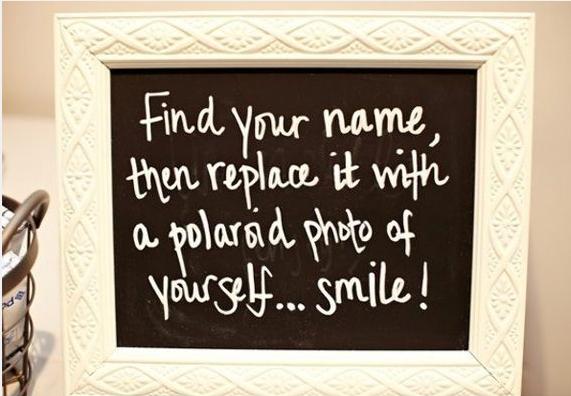 Encuentra tu nombre y reemplázalo con una foto polaroid tuya