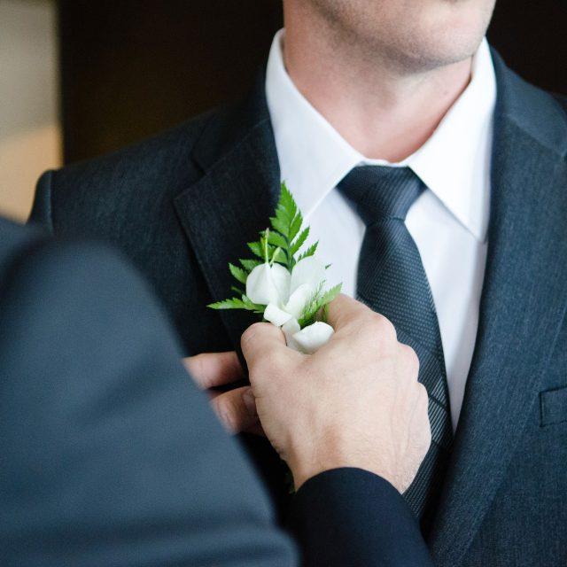 ¿Alquilar o comprar tu traje de novio?